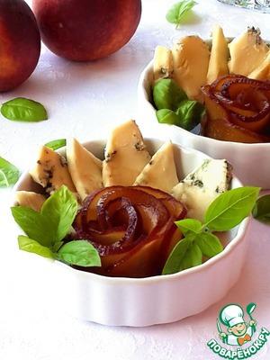 Рецепт Салат с винными персиками и голубым сыром