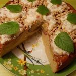 Пирог-перевертыш с фаршированными персиками