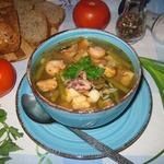 Томатный суп с рисом, фасолью и морепродуктами
