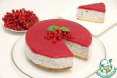 Маково-творожный торт с малиной и смородиной