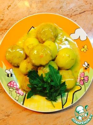 Рецепт Нежные тефтели с молодым картофелем в соусе из сметаны и куркумы