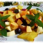 Фруктовый салат с карамболем и виноградом