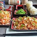 Рисовая лапша с мясом краба и овощами