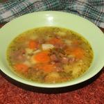 Овощной суп с фасолью и колбасой