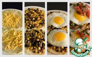 На тарелку кладем тортильяс, сверху немного сыра, затем фасоль и яйцо. Сверху добавляем немного пико де галльо.