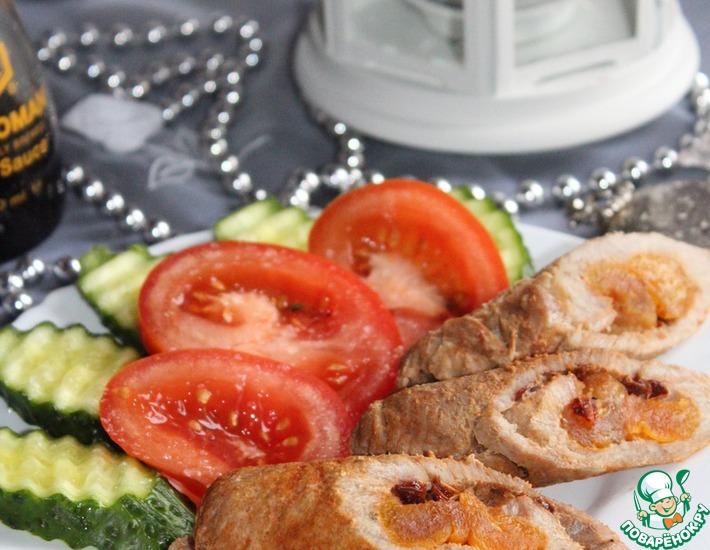 Рецепт: Мини-рулеты из свинины с курагой и барбарисом