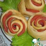 Розочки слоеные с колбасой