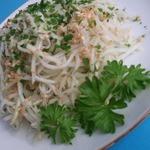 Салат из кольраби с кунжутом и имбирём