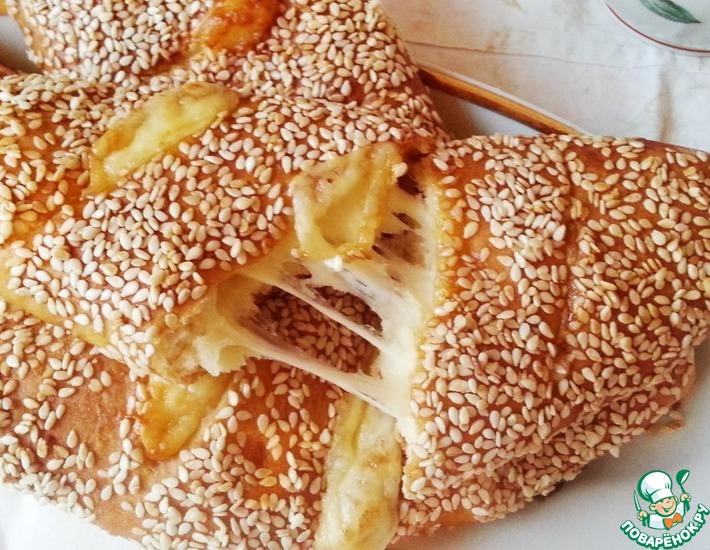 Рецепт: Румяная погача с сыром на завтрак
