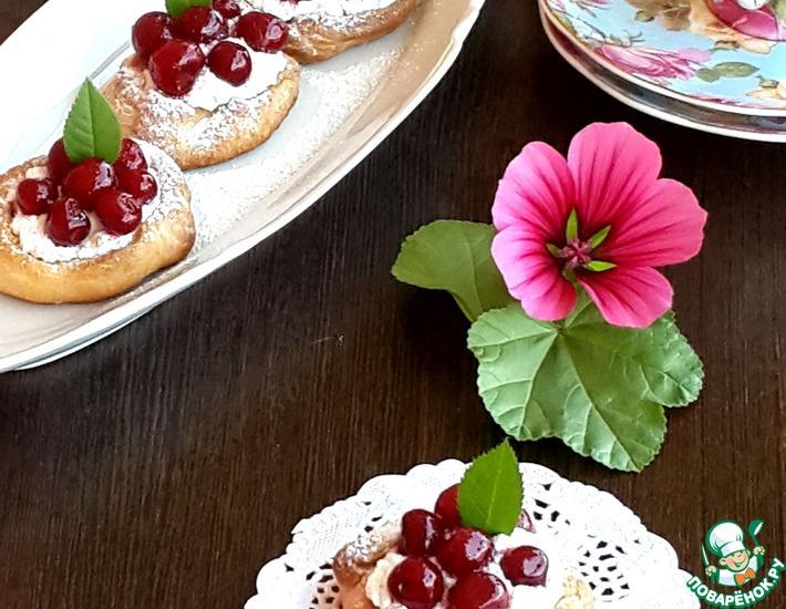 Рецепт: Песочные пирожные с вишней