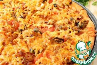 Рецепт: Пицца с морепродуктами и карамельным луком