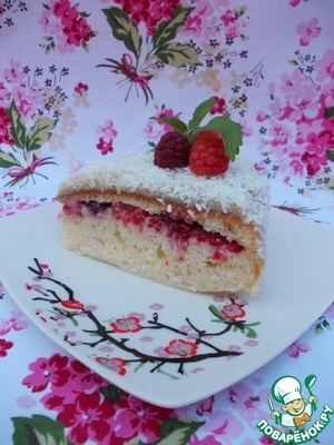 Cake with coconut cream and raspberries