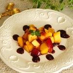 Тартар из нектарина с ягодно-бальзамической карамелью