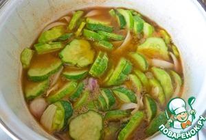 Горячий салат из маринованных огурцов – кулинарный рецепт