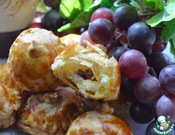 Слоеное пирожное с виноградом