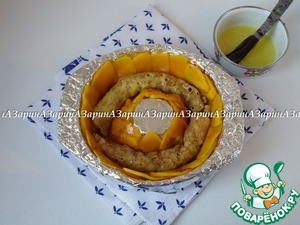 Then put on top of the pumpkin pancake rolls, greasing them with yolk mixed with a couple tablespoons of sugar.