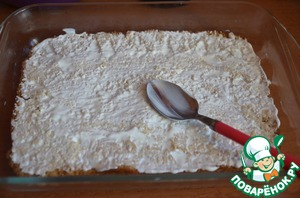 Grease the bottom cake with our sour cream.  I grease no sugar, but a sweet tooth can add)