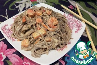 Рецепт: Гречневая лапша с сёмгой и креветками
