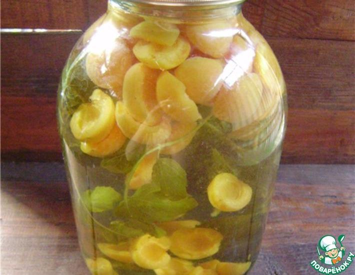 Рецепт: Абрикосовый компот с мятой