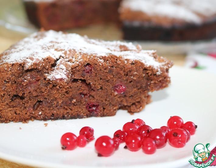 Рецепт: Шоколадный пирог со смородиной
