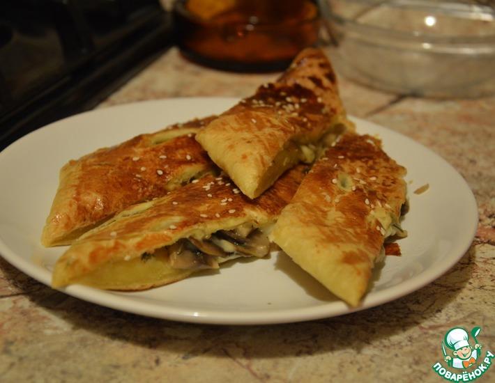 Рецепт: Слоеный пирог с грибами и сыром