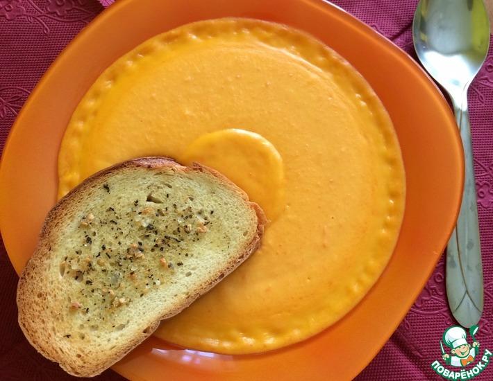 Рецепт: Морковный суп-пюре с чесночными гренками