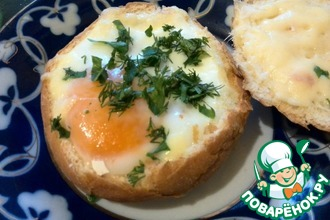 Рецепт: Горячие булочки с яйцом на завтрак Секрет