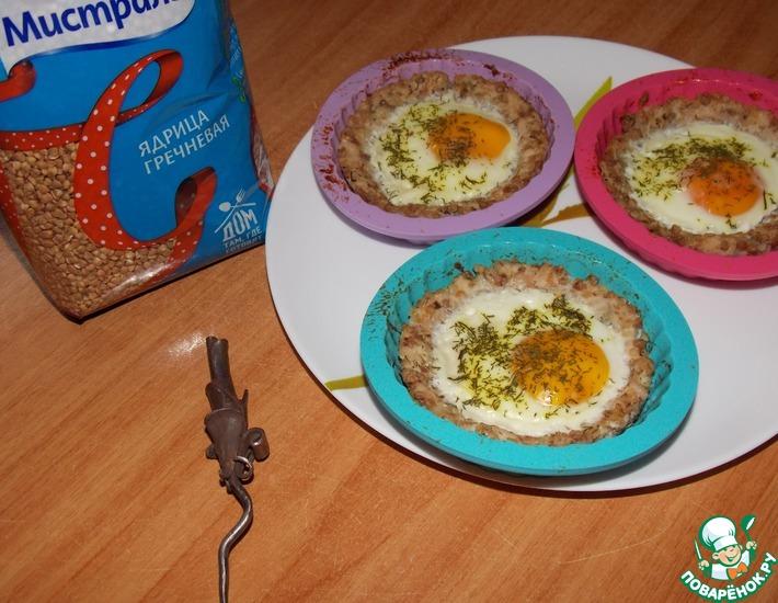 Рецепт: Гречневые тарталетки, запечённые с яйцом
