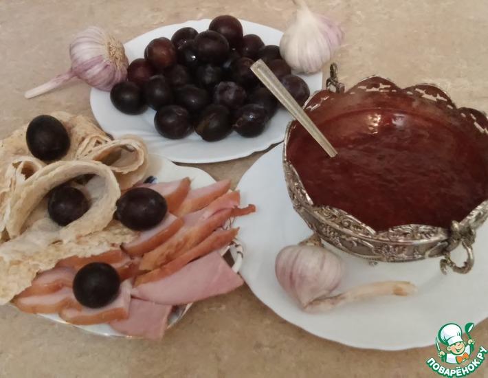 Рецепт: Соус из сливы типа Ткемали