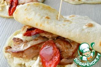 Рецепт: Лаваш с курицей, сыром и вялеными томатами