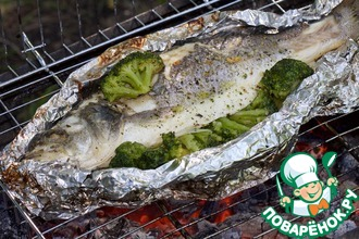 Рецепт: Рыба с брокколи, запеченная в фольге