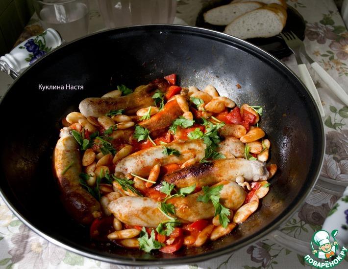 Рецепт: Купаты в томатном соусе с фасолью