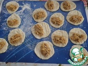 On working surface, divide the dough into 14-16 pieces. Roll out each part into a small pellet. Spread 1 tbsp (heaped) of filling onto each tortilla.