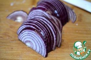 Onion cut into half rings.