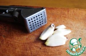 Garlic clear, skip through the press.