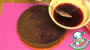 12. The remaining juice from the cherries, soak both cake.