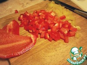 Балгарский перец мелко нарезать.