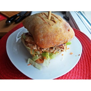 Двойной чикен-бургер на чиабатте