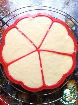 Наливаем в формочки тесто.