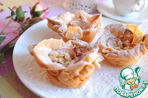 The finished tarts sprinkled with powdered sugar.   Bon appetit!