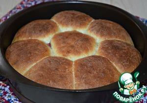При необходимости за 10-15 минут до окончания готовки прикрыть булочки фольгой.