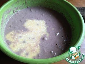 В тесто добавить яйца. Перемешать. Последним ввести сливочное масло. Перемешать.