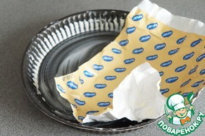 Wrapper from the butter to grease the pan for tarts or other suitable 20-24 cm in diameter.