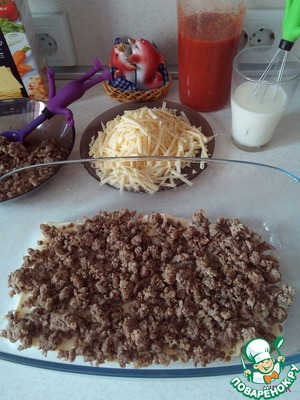 Spread half of the minced meat