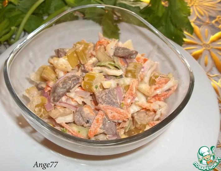 Рецепт: Салат с маринованным сельдереем