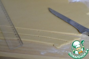 The 3rd piece of dough roll out and cut into strips with a width of 2 cm.