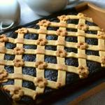 Пирог с творогом и сливовым повидлом