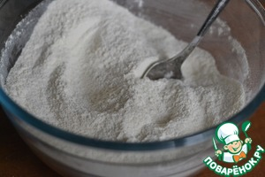 Mix the flour with the baking powder and sugar.