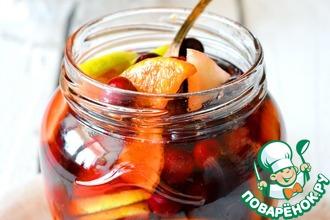 Рецепт: Консервированные фрукты в горшке Зимний румтопф