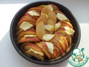 Pears and apples alternating put into a form, put thin slices of butter and sprinkle 2 tbsp of sugar.  Form to cover with parchment. Bake in a preheated oven at 200 deg for about 30 minutes until soft fruits.